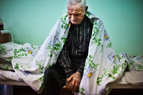 Этот старик умер в доме престарелых. Все считали, что он ушел из ...
