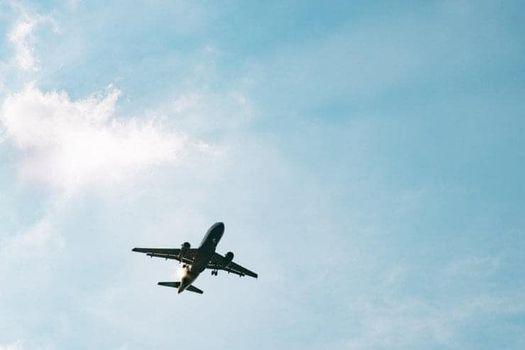 На изображении может находиться: небо и самолет